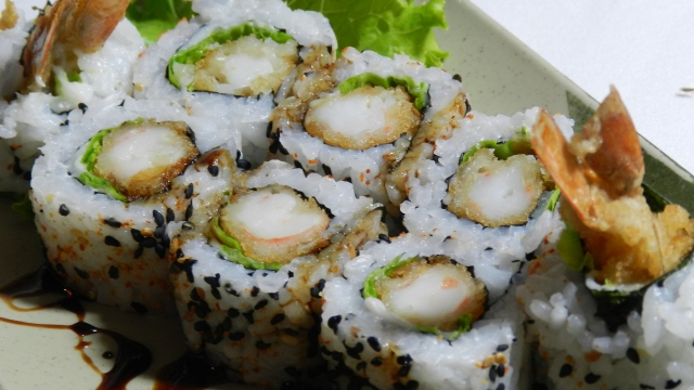 como fazer uramaki de camarão passo a passo